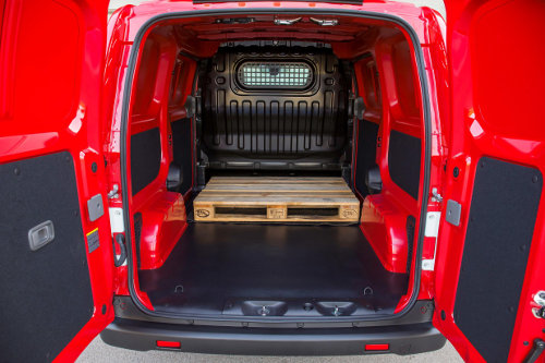 Nissan e-NV200 can carry 2 euro pallets