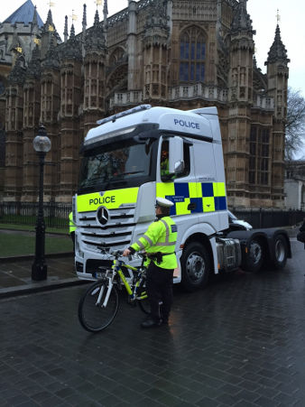Met Police Exchanging Places cycle safety truck