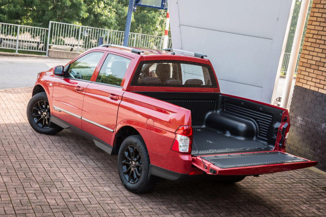 SsangYong Musso pickup load bed view